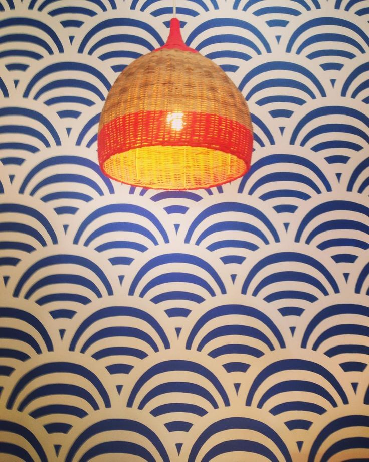 A nice light and funky wallpaper is a good thing. @misterzimi