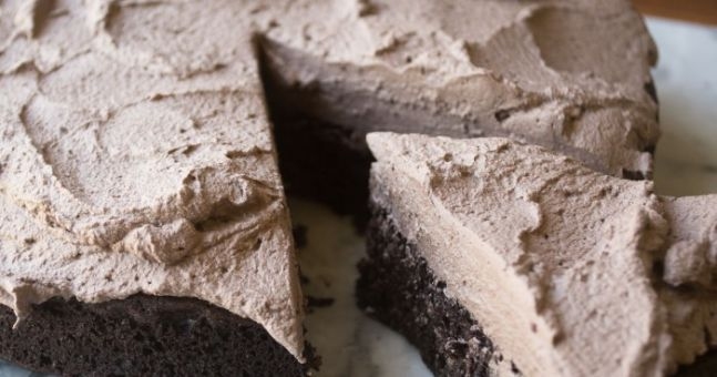 This quinoa chocolate cake is the most delicious healthy treat ever