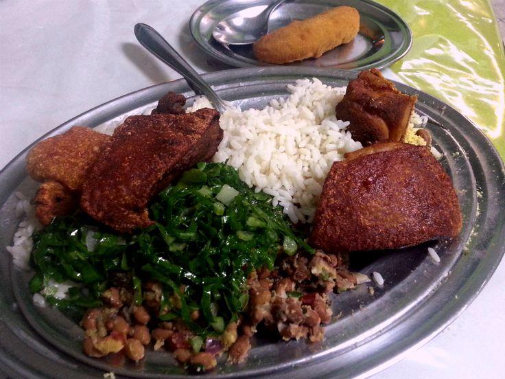 Leitão à pururuca e carne de sol estão entre as especialidades do restaurante, que fica no Jardim São Luís.