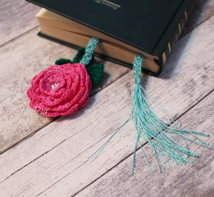⚜⚜ Semn de carte crosetat ❣ Crocheted bookmark ⚜⚜#crocheted #crochet #carte #book #handiamade #handia #handmade #bucuresti #bookmark  #reading #ideecadou #semn