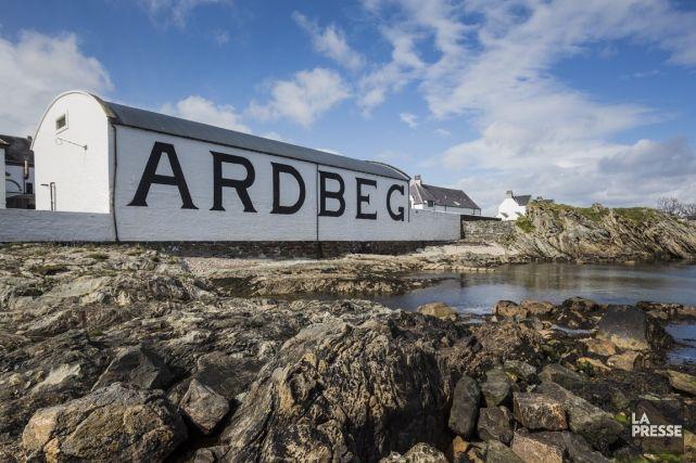 Présentation de quatre distilleries de l'île d'Islay: Ardbeg, Laphroaig, Kilchoman ainsi que Bruichladdich.