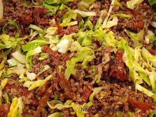 Pasta med oksekød, spidskål og parmesan (Magasinet Mad! nr. 02/09)……………