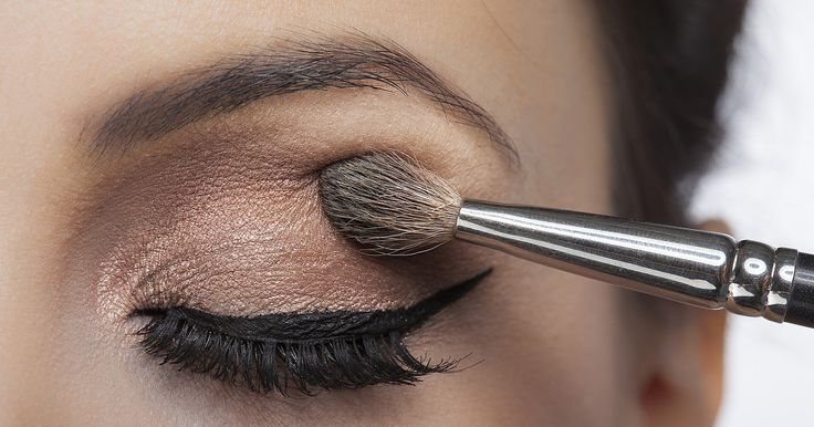 Roter Kussmund oder noch lieber ganz natürlich: Eine schottische Studie fand nun heraus, welche Wirkung Make-up auf unsere Persönlichkeit und auf unsere Mitmenschen hat.
