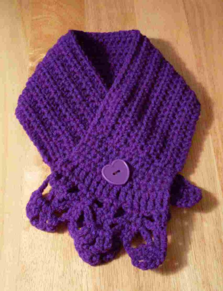 Warmth Scarf instructions - This is one of those teeny weeny pieces you throw around your neck when you want just so much warmth, but not necessarily be hauling around a scarf that reaches down to your waist! Site also has links to other warmth scarves.  (Oct'12) #crochet