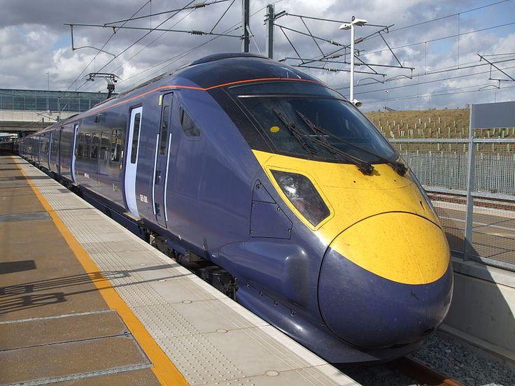Comboio Shinkansen, série class 395 (Javelin), operado pela Southeastern da Ebbsfleet Internacional no Reino Unido.  Fotografia: Sunil 060902.  – Wikipédia, a enciclopédia livre.