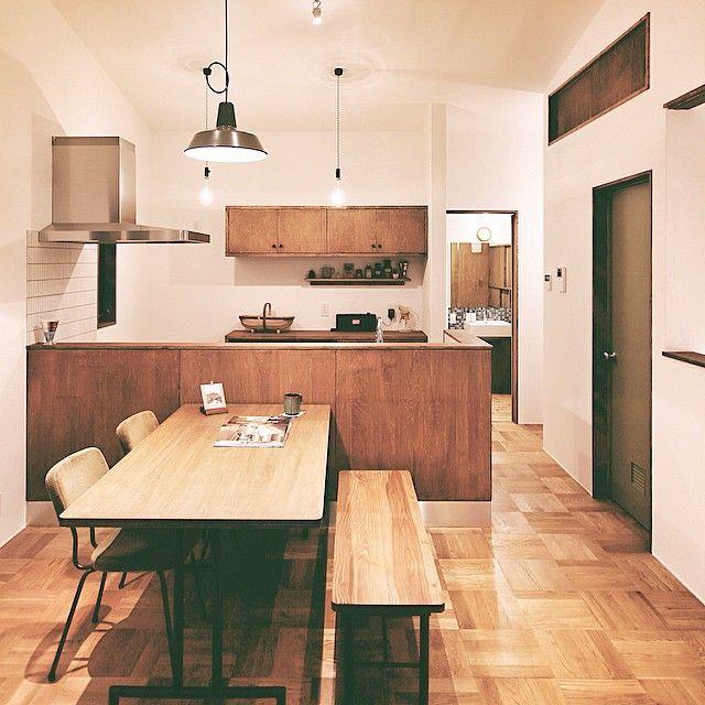 いいね!1,148件、コメント20件 ― HUGHOME   №88さん(@hughome)のInstagramアカウント: 「漆喰の壁、無垢の床をベースに、オリーブ色のドア、カップボード、ステンレスワークトップの木製キッチン、洗面台、ダイニングテーブル、ベンチ、AVボード、PCデスク...…」