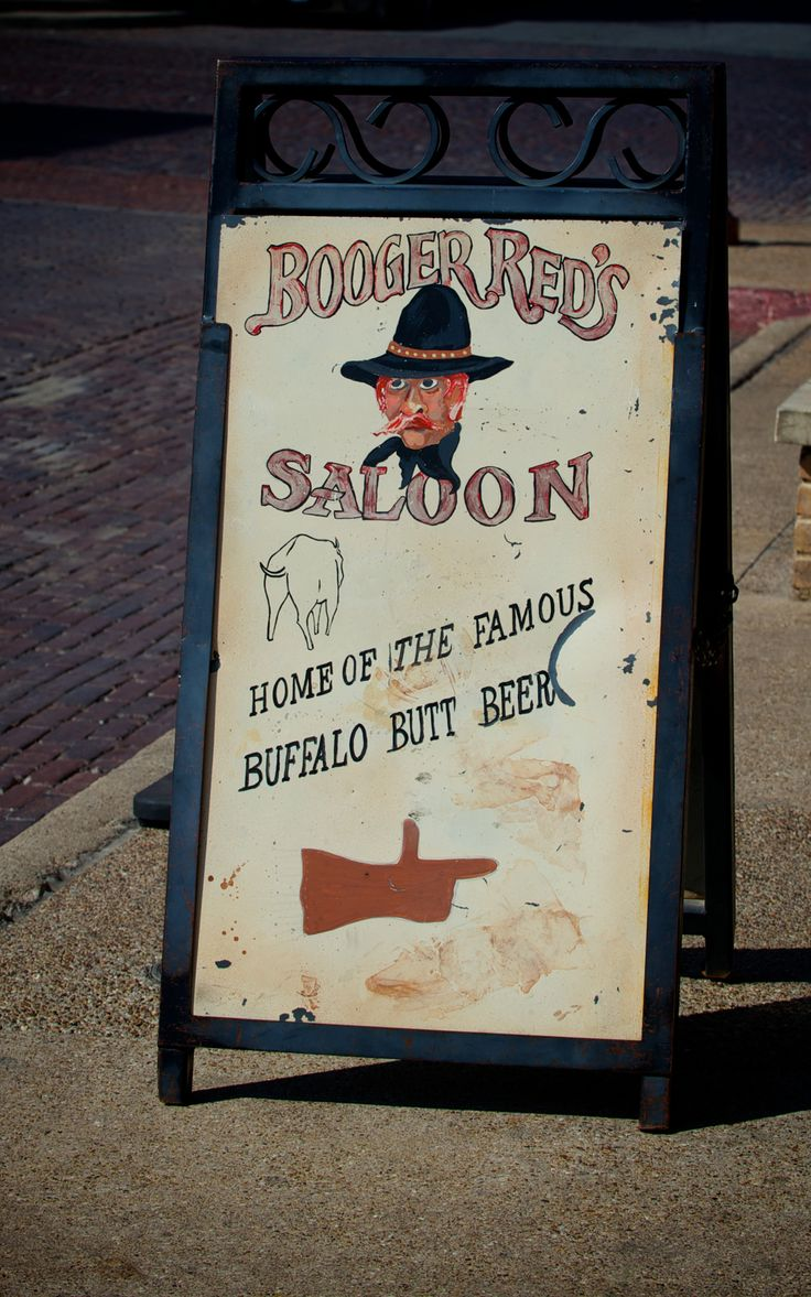 Get my 7 FREE basic photography tips - you NEED to know right here; http://pw5383.wixsite.com/free-photo-tips | Photographer Pernille Westh | Street Sign photographed in Texas · The Wild West