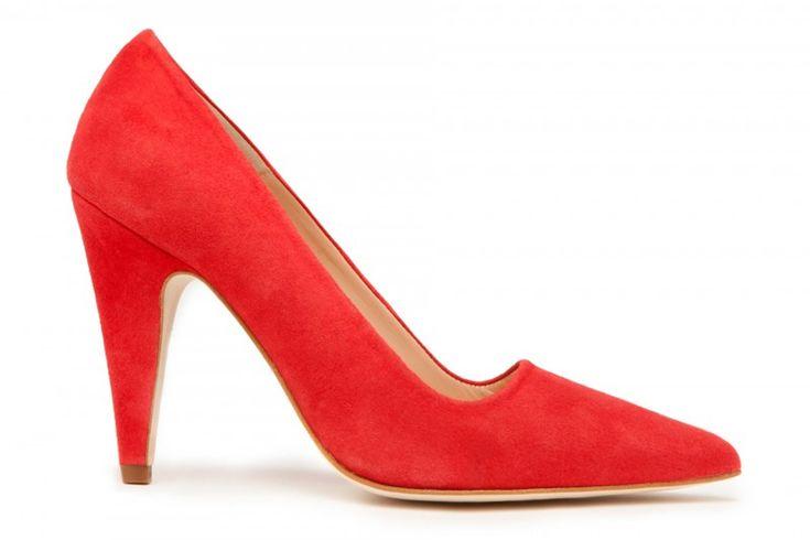 Unos zapatos de salón rojos