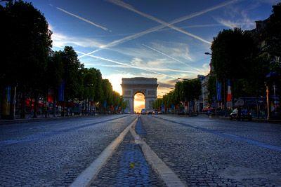 Empty Champs-Élysées after Tour de France – Sunset behind Arc de Triomphe. http://warrenwilliams.co.nz/blog