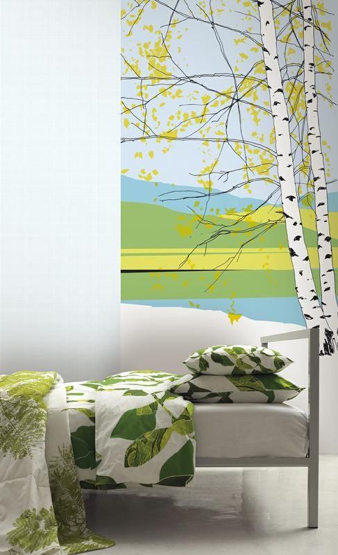 Kaiku-kuvio avaa tilaan ikkunan suomalaiseen perinnemaisemaan. Paneelitapetti Marimekko Kaiku. #designfromfinland #sinivalkoinenvalinta #marimekko