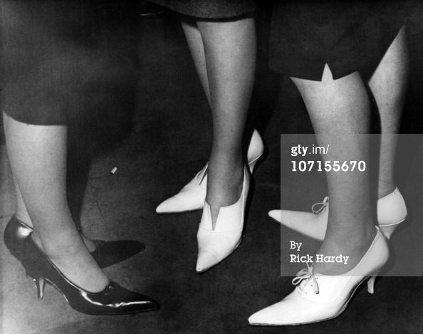 Three women wearing high-heeled shoes with winklepicker toes at a coffee bar in London circa 1959. (Photo by Rick Hardy/Redferns)