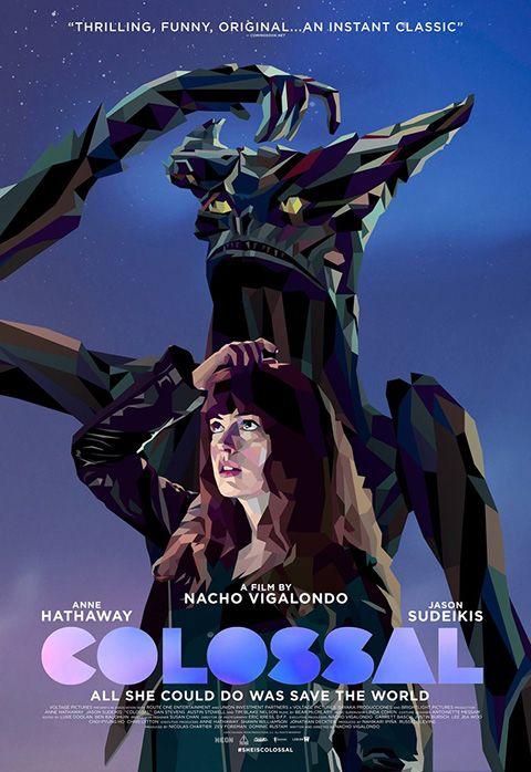 """COLOSSAL  Prima kaiju comedy della storia del cinema: i mostroni giganteschi che combattono sullo sfondo di una città asiatica sono in realtà l'incarnazione delle divergenze di una coppia di americani. Un film che diverte infischiandosene di qualsivoglia barriera di genere, affidandosi alla solidissima sceneggiatura del talentuoso Vigalondo, che a distanza di un decennio da """"Timecrimes"""" indovina un altro instant cult.  RSVP: """"Godzilla"""", """"Birdman"""".  Voto: 7,5."""