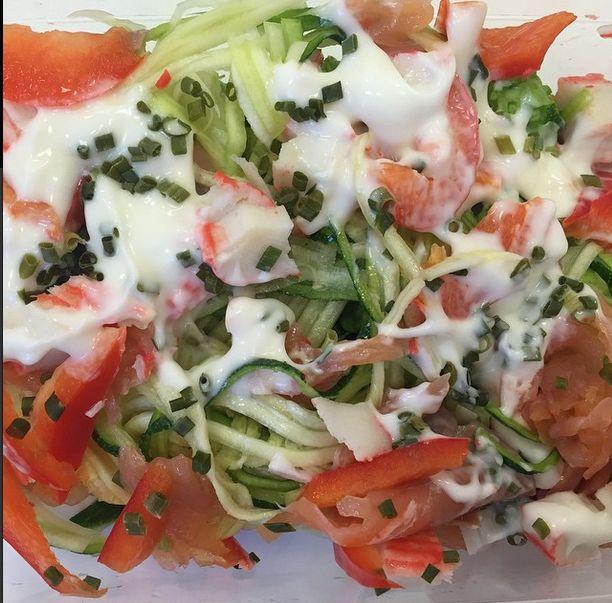 Een heerlijke makkelijke koolhydraatarme salade! Lekker als lunch of als bijgerecht.