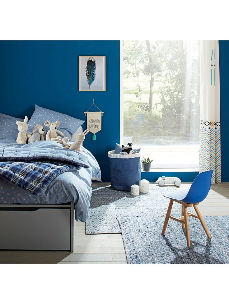 A rug with an original combination of different shades of denim. Placed on the floor, it will immediately bring a touch of style to the bedroom!   SIZ
