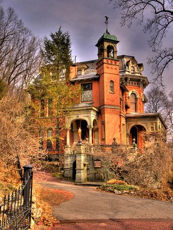 Harry Packer Mansion, inspiration for Disney's Haunted Mansion