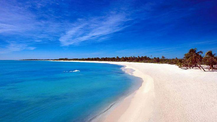 Интересные места рядом с Плайя-дель-Кармен:  От Плайя-дель-Кармен ходит паром на остров Косумель. Всего лишь 45 минут - и вы на райском острове в Карибском море. У индейцев майя он считался священным. Ну а сейчас он славен своей прекрасной природой и белоснежными пляжами...