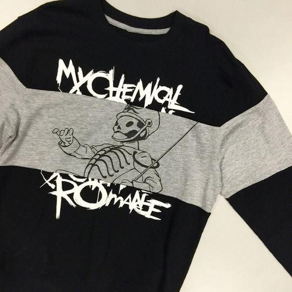 This pullover. Can't contain ourselves // My Chemical Romance the Black Parade Crew Pullover