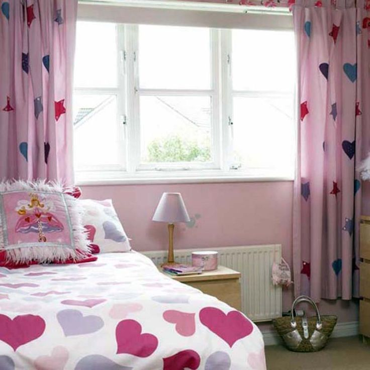 Girls Bedroom With Star Curtains Choosing The Best Girls Bedroom Curtains Check more at http://www.wearefound.com/choosing-the-best-girls-bedroom-curtains/