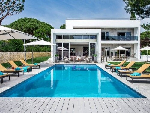 Villa Stargazer in Vale do Lobo, is sleek, contemporary and gorgeous! Enjoy the Vale do Lobo lifestyle in the sun, spending lazy hours on the fab terrace. Villa Stargazer is a large and luxurious 4 bedroom villa. AL 13303