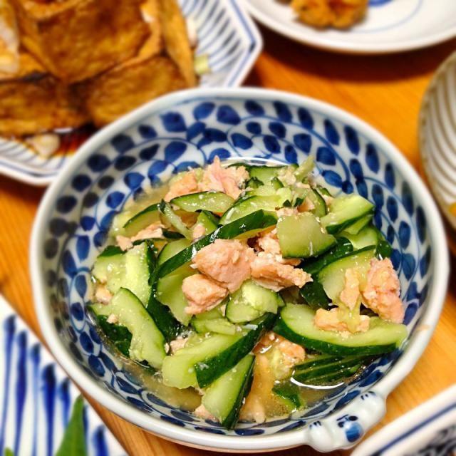 鮭の水煮缶の味付けによってポン酢の量を調節すべし…。 - 13件のもぐもぐ - 鮭の水煮缶とキュウリのポン酢和え by lottarosie