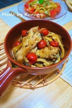 楽うま!きのこたっぷりカチャトーラ[レシピ] |イタリア語で「猟師風の」という意味のトマト煮です。にがりを揉みこんでプリっとさせた手羽元をきのこと一緒に蒸し煮にします。ローズマリーの爽やかな香りに食欲をそそられますね♪
