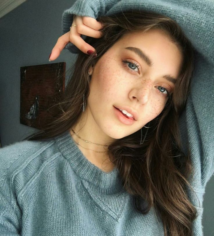{jessica clements} anastasia eros, one of the top five students in the ravenclaw house. now going on her sixth year she has pushed herself to be the most intelligent person. not going to lie, she looks up to hermoine as a legend. she is the most sweetest person and can be friends with anyone. really, anyone. if you speak a different language, she's got you. she's very loyal to her close friends and all around just a pure angel.