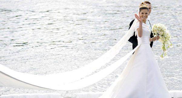 Lo strascico dell'abito da sposa. Tradizioni e curiosità
