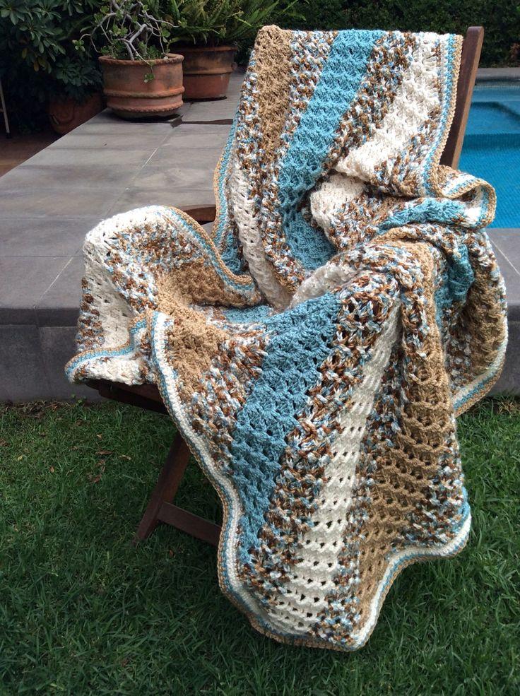 Diagonal Crochet afghan. Red heart yarn. Victoria Núñez.