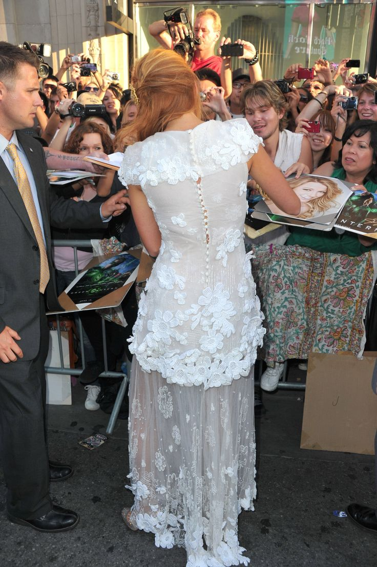 Scope Blake Lively's Couture Chanel Frock, From All Angles! Read more at https://www.popsugar.com.au/fashion/Pictures-Blake-Lively-Chanel-Couture-Hollywood-Premiere-Green-Lantern-Ryan-Reynolds-17894259#ElR4tvH2TvKtvYqw.99