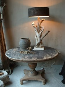 Welkom bij Voorhaven 7. . . Oooo, love the table, love the driftwood lamp. xoxo