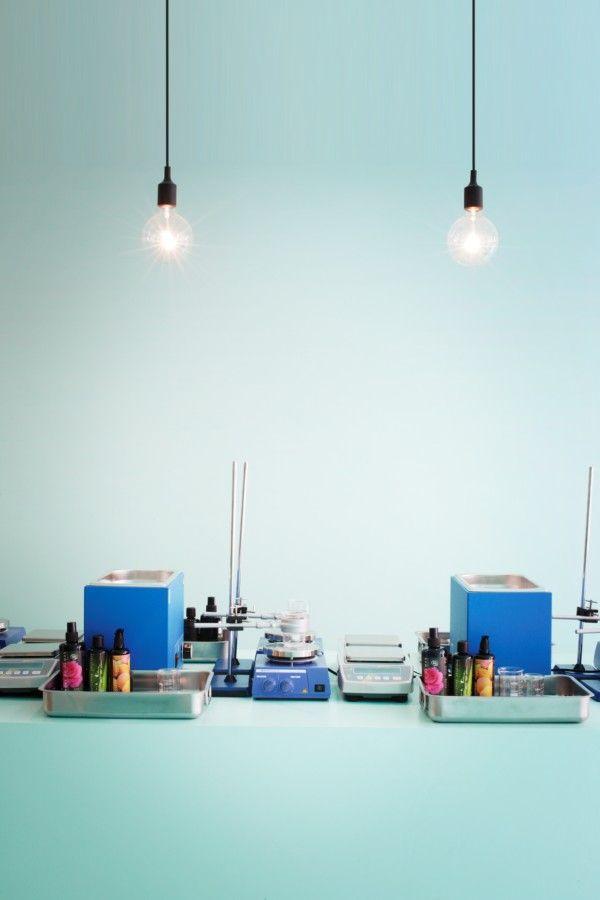 La tienda parisina de cosmética natural Heliocosm, un experimento estético de Freaks Freearchitects
