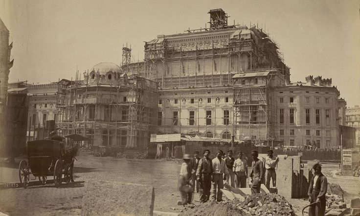 Chantier de construction de l'Opéra Garnier vers 1866 - Chantier de construction de l'Opéra Garnier à Paris vers 1866 photo Louis-Émile Durandelle (?)