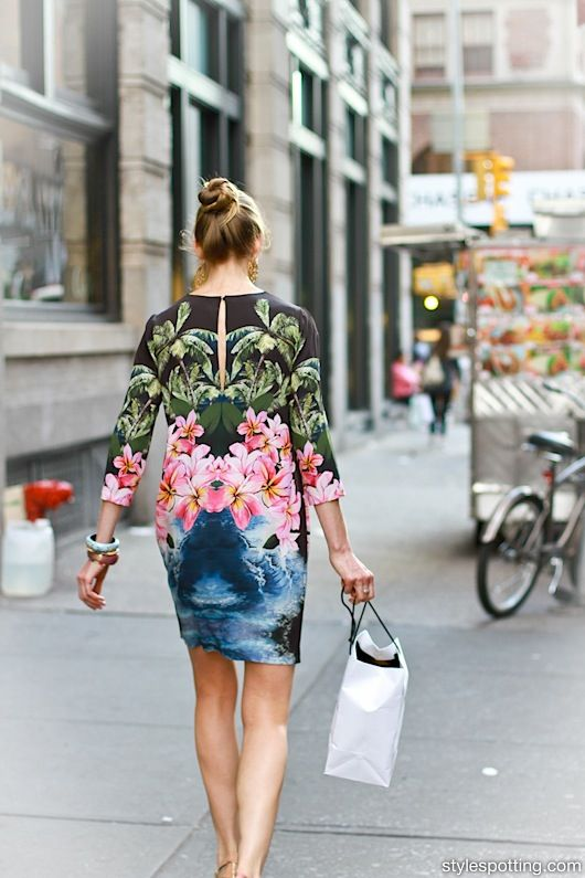 stylespotting.com_soho_streetstyle_spring_street_street_fashion_Stella_McCartney_Hawaii_print_dress