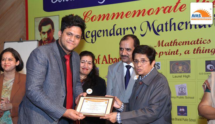 Dr Kiran bedi honoring Mr Himanshu Bansal from Lovely Rose Public School, Yamuna Vihar on National Maths Day, held at PHD Chambers, organized by AVAS INDIA