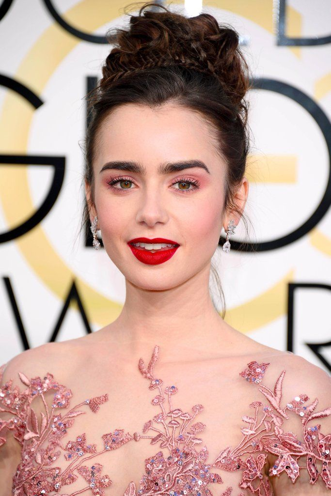 Lily Collins Shuts Down the Red Carpet With Her Sexy Goth Pink Makeup - How to get Lily Collins' Golden Globes makeup look