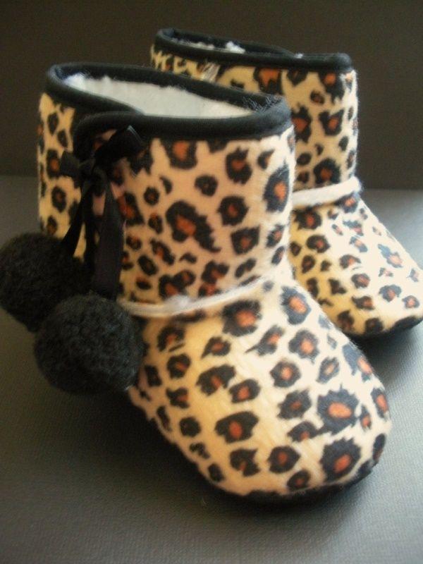 Çita baskılı bebek patiği