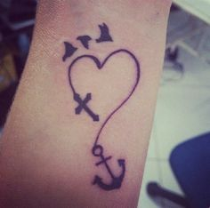 TATUAJES SORPRENDENTES Tenemos los mejores tattoos y #tatuajes en nuestra página web www.tatuajes.tattoo entra a ver estas ideas de #tattoo y todas las fotos que tenemos en la web.  Tatuajes de Corazones #tatuajesCorazones