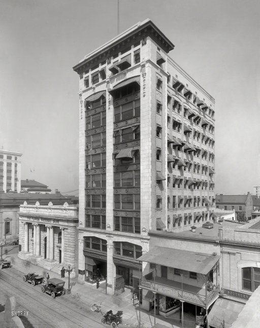 """Bisbee Building on Bankers' Row."" Jacksonville's first skyscraper, still standing, c 1910.  http://www.shorpy.com/node/19995?utm_content=buffer8e7ca&utm_medium=social&utm_source=pinterest.com&utm_campaign=buffer"