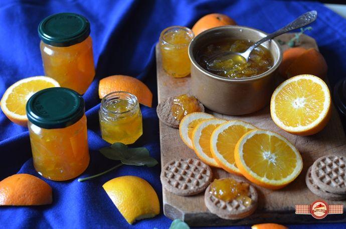 Dulceata+de+portocale+este+pe+buna+dreptate+un+deliciu.+Cred+ca+eram+destul+de+mica+cand+un+film+frantuzesc+mi-a+dezvaluit+existenta+dulcetii+de+portocale.+De+fapt+scena+era+cam+asa,+doi+indragostiti+boemi+serveau+la+micul+dejun+croissante+cu