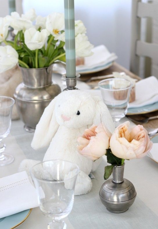 From Williams Sonoma Blog: A bunny baby shower - so sweet and pretty