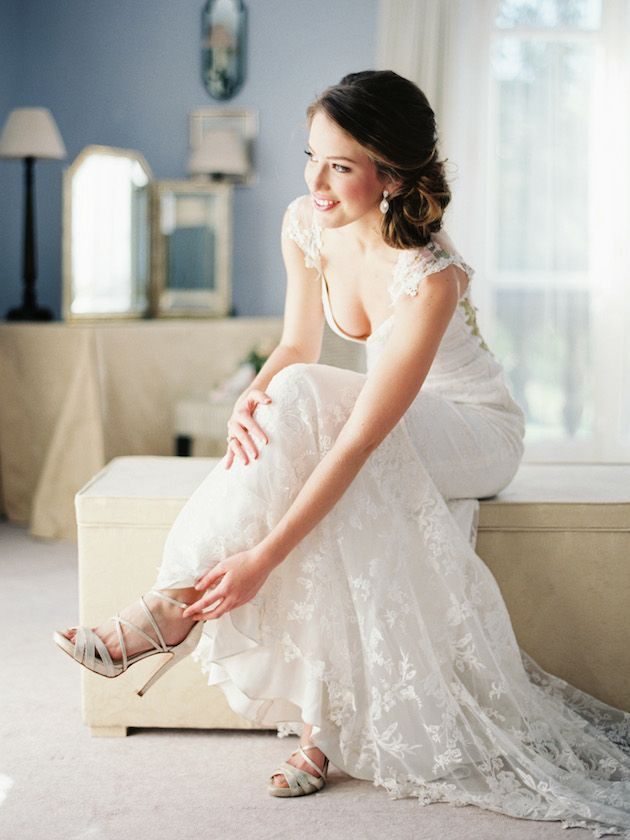 gorgeous bride 'getting ready' shot by Joseba Sandoval Photography