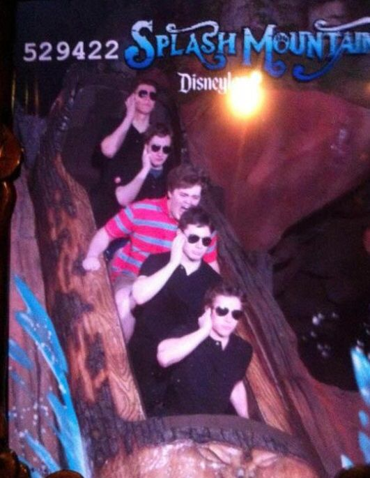 Community Post: 19 Hilarious Pictures Of People Posing On Splash Mountain