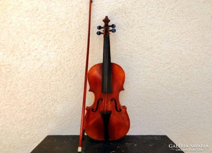 Hegedű Vonóval