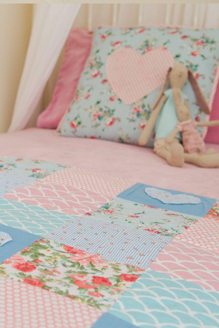 Homewares - Heart Applique Single Bed Quilt - Oobi.com.au