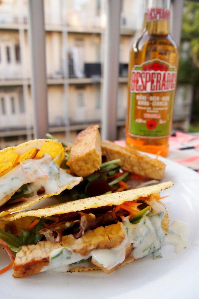Recept: Tempeh Taco's met salade en limoen-yoghurtsaus - De Groene Meisjes