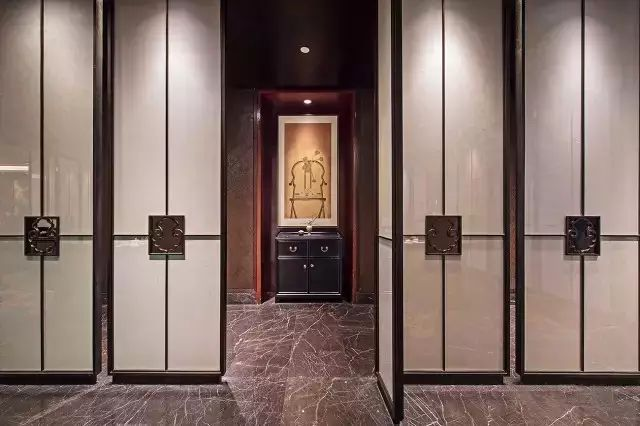 FROSTED GLASS DOORS.