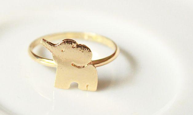 Anillo de elefante dorado