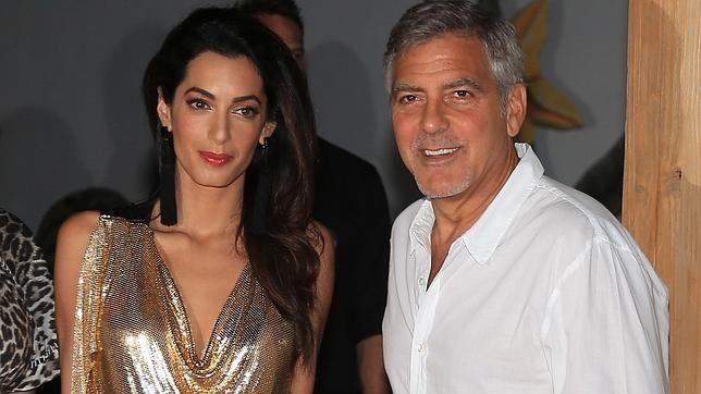 El criticado vestido de «mujer trofeo» de la esposa de George Clooney