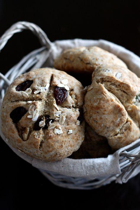 Express irish soda bread with rye flour http://blogs.cotemaison.fr/cuisine-en-scene/2015/01/31/petits-pains-irlandais-au-seigle-express-sans-levure-petrissage-ni-levee/