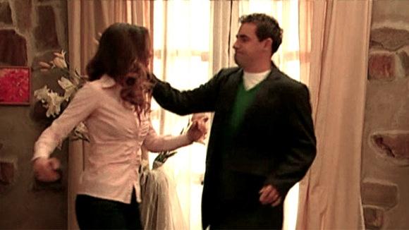 André sa dnes definitívne vyfarbí. Nina schytá facku kvôli tomu, že nesúhlasí s tým, aby rozhodoval, kto vstúpi do domu jej otca Ivana. Viac na http://burlivevino.markiza.sk/clanok/aktualne/pociskova-obetou-fyzickeho-nasilia.html